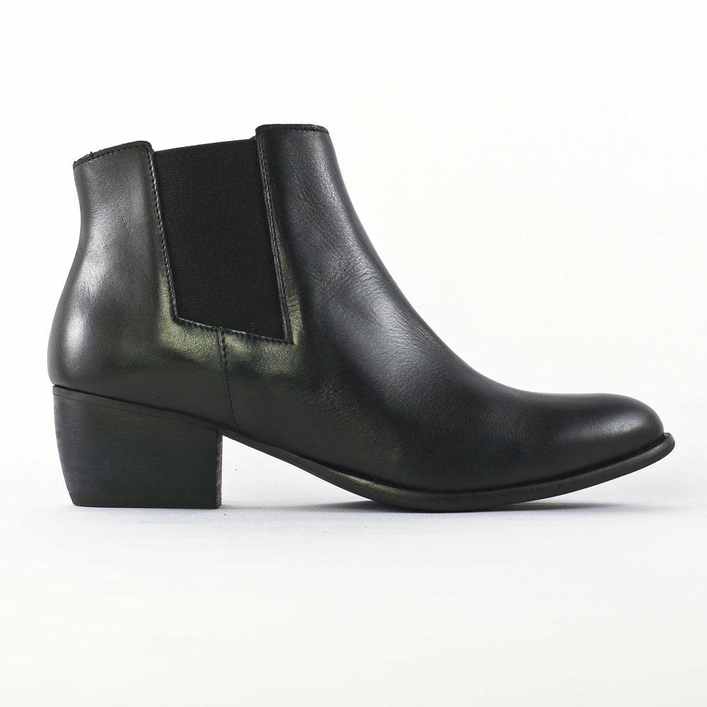 flora schisina ba1371 noir boot cavali res noir automne hiver chez trois par 3. Black Bedroom Furniture Sets. Home Design Ideas